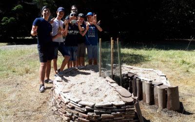 Les jeunes du centre social XRousse construisent un «jardin en trou de serrure»